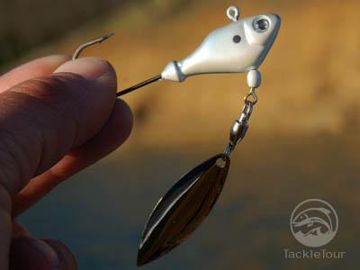 Sworming hornet fish head spin jig jighead for Fish head spin